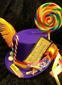 Willy Wonka Purple Top Hat Wonka's Golden Ticket Chocolate Factory Candy Cane Sweets Gob Stoppers Handgemaakte Thee Party Crazy Hat Day, Crazy Hats, Toblerone, Easter Bonnets For Boys, Boys Easter Hat, Costume Bonbon, Candyland, Willy Wonka Costume, Easter Hat Parade