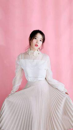 K-Pop Babe Pics – Photos of every single female singer in Korean Pop Music (K-Pop) Iu Fashion, Korean Fashion, Korean Celebrities, Celebs, Korean Girl, Asian Girl, Korean Actresses, Korean Beauty, Snsd