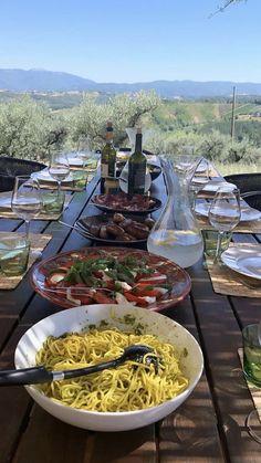 European Summer, Italian Summer, Summer Aesthetic, Aesthetic Food, Aesthetic Green, Think Food, Love Food, Comida Picnic, Summer Dream