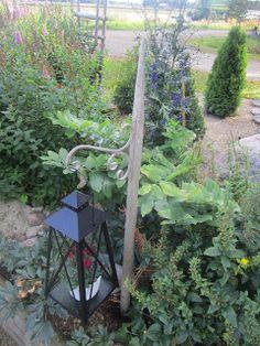 Tee se itse -ideoita puutarhaan ~ DIY garden ideas: Heinäseipäät ~ Hay sticks