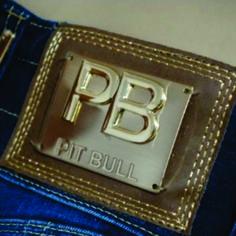 etiqueta de cintura para jean con aplique metálico.