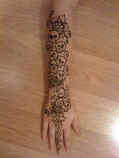 @Tobey Howell - do you do henna designs, too?  This caught my eye and made me think to ask!