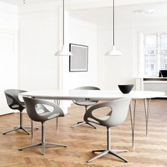 Fritz Hansen Super-Elliptical™ Table