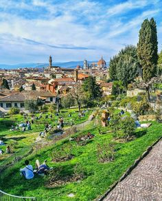 Florence can boast about many noteworthy green areas that sometimes tourists may miss when staying in the city. Discover the free parks and gardens of Florence. Love And Gelato, Free Park, Italy Travel, Tuscany, Florence, Cathedral, Dolores Park, Coastal, Island