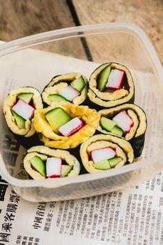 Deze omelet sushi is perfect voor in je lunchbox. Neem het mee naar je werk, school of geef het mee aan je kinderen. Op the answer is food vind je elke maandag een nieuw lunchbox recept.