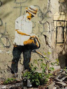 Arte urbano mezclado con la naturaleza