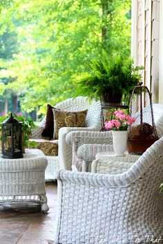 Gorgeous southern style porch with wicker & charm .Gorgeous southern style porch with wicker & char Outdoor Rooms, Outdoor Living, Outdoor Decor, Outdoor Wicker Furniture, Porch Furniture, Wicker Chairs, Black Furniture, Modern Furniture, Furniture Design