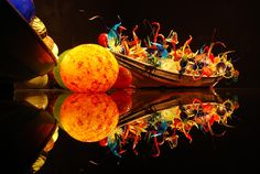 Google Image Result for http://1.bp.blogspot.com/-KHCpUfhagME/T70o7ErWZtI/AAAAAAAAAFU/hm3CNYuout4/s1600/chihuly_boat.jpg