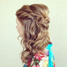 27 Easy DIY Date Night Hairstyles The man of your dreams finally asked you on a date, and now you're not only freaking out about your outfit, but your hair as. Night Hairstyles, Medium Bob Hairstyles, Party Hairstyles, Latest Hairstyles, Summer Hairstyles, Date Night Hair, 60s Hair, Guys And Girls, Hair Inspiration