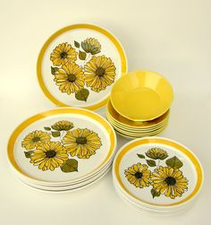 Mod Yellow Sixties Floral Dinnerware: Crown Lynn Forma - Charmaine 333 from New Zealand, 6 Place Sets Coffee Cups And Saucers, Cup And Saucer, Tea Cups, Vintage Dinnerware, China Dinnerware, Yellow Coffee Cups, Crockery Set, Old Plates, Cereal Bowls