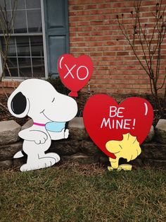 Hello,Welcome to my store :) Peanuts snoopy and woodstock valentines day yard art Every piece I make is made on exterior grade 1/2 inch MDO wood.This insures quality work with a nice smooth face. Each piece is hand drawn by me,then they are cut,sanded and painted by hand.The back and sides are all painted black with a exterior paint, to promote a good seal.Then they are sealed with 3 coats of high quality non-yellowing polyshield so that your decoration will bring you years of enjoym...