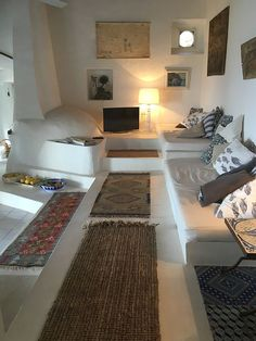 Interior Decorating a Second Home: Issues to Consider Home Interior Design, Interior Architecture, Interior And Exterior, Ideas Cabaña, Adobe House, Natural Interior, Earth Homes, Home And Living, Living Room