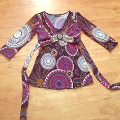Great color pattern blouse! Paisley size Small This is gorgeous and form fitting with a built in mock Cami. Cute belt detail ties in back. A little longer looks great with dress pants or capris. creams, Browns, black, fuschia and lavender color get ready for compliments! jcpenney Tops Blouses