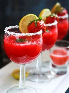Strawberry Punch | 15 Non-Alcoholic Holiday Drink Recipes For All | The Perfect Drinks for Thanksgiving,Christmas Part and for Pregnant Women.