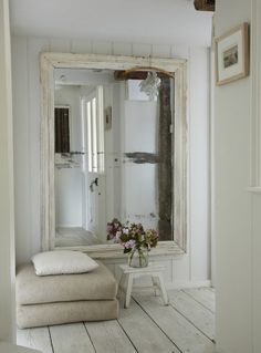 simplicity of this oversized mirror and natural fabric