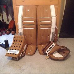 Here's a Retro Vaughn Velocity setup! Goalie Pads, Goalie Gear, Hockey Gear, Hockey Goalie, Pad Design, Cool Stuff, Retro, Awesome, Sports