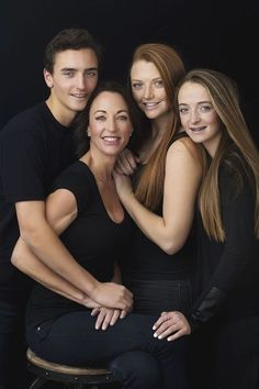 ideas family photography studio poses for 2019 Family Photo Studio, Studio Family Portraits, Family Portrait Poses, Family Picture Poses, Family Portrait Photography, Family Posing, Family Photos, Photography Tips, Studio Family Photography