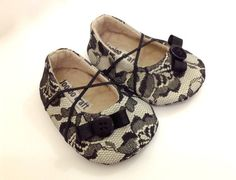 Baby Girl Shoes. Black Baby Shoes. Beige Baby Girl by joojoocraft