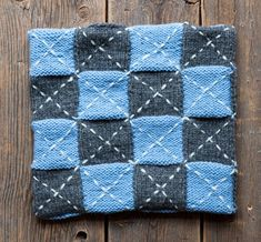 Neulo ruudullinen tyynynpäällinen - Kotiliesi.fi Quilts, Blanket, Quilt Sets, Blankets, Log Cabin Quilts, Cover, Comforters, Quilting, Quilt
