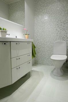 Suomalaisia koteja | ABL-Laatat Bathrooms, Bathtub, Vanity, Design, Home Decor, Standing Bath, Dressing Tables, Bathtubs, Powder Room