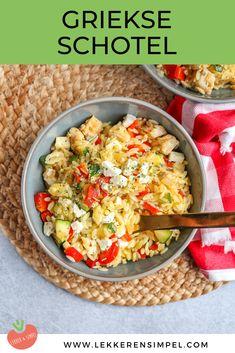 Griekse schotel met kip en orzo | In 30 min. op tafel - Lekker en Simpel Bulgur Salad, Good Food, Yummy Food, Everyday Food, Greek Recipes, Budget Meals, Tasty Dishes, Pasta Salad, Feta
