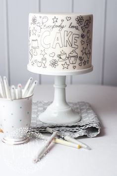 Last minute cakes don't have to be stressful! With just a fondant-iced cake and some edible ink markers, you can create a festive doodle cake in no time. Pretty Cakes, Cute Cakes, Beautiful Cakes, Amazing Cakes, Cake Decorating Techniques, Cake Decorating Tips, Fondant Cakes, Cupcake Cakes, White Fondant Cake