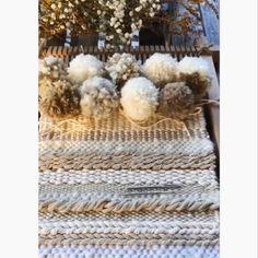 Who doesn't love pom-poms loom videos Pom-pom party Weaving Loom Diy, Weaving Art, Tapestry Weaving, Hand Weaving, Weaving Wall Hanging, Pom Pom Crafts, Weaving Projects, Art Mural, Weaving Techniques