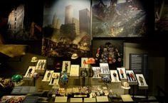 Fast 13 Jahre sind die Terroranschläge vom 11. September 2001 her, nun eröffnet am früheren Ground Zero in New York nach Verzögerungen und explodierenden Baukosten das Museum zu den Ereignissen von 9/11. Mehr dazu hier: http://www.nachrichten.at/nachrichten/weltspiegel/9-11-Museum-eroeffnet-am-Ground-Zero;art17,1387205 (Bild: epa)