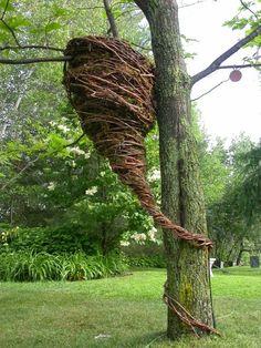 quel étrange nid