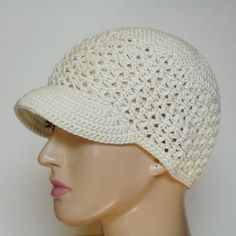 Free Newsboy Cap Crochet Pattern! The gorgeous open texture and the lightweight yarn make this hat a great option for summer!