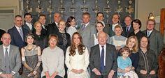 La Duchesse de Cambridge, Kate Middleton, a rendu visite aux acteurs de Downton Abbey sur sur le tournage de la saison 6.