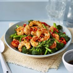 This rice bowl with prawns and broccoli is a healthy and balanced bowl that's served with a punchy Asian dressing and scattered with fresh chilli. Prawn Rice Recipe, King Prawn Recipes, Healthy Prawn Recipes, Broccoli Recipes, Fish Recipes, Lunch Recipes, Seafood Recipes, Dinner Recipes, Recipes With Prawns