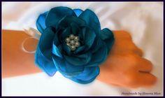 corsaje de mana, corsaje pentru domnisoare de onoare, bratari domnisoare de onoare, corsaje flori, accesorii flori, flori textile, flori handmade, accesorii handmade, Cluj, flori, nunti,