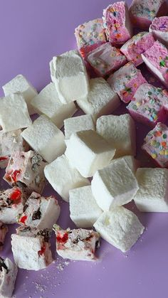 Easy Home Made Marshmallow – – You are in the right place about Easy Recipes for supper Here we offer you the most beautiful pictures about the Easy Recipes for kids to make you are looking for. When you examine the Easy Home Made Marshmallow – – … Marshmallow Desserts, Recipes With Marshmallows, Homemade Marshmallows, Homemade Candies, Easy Cookie Recipes, Candy Recipes, Easy Desserts, Sweet Recipes, Dessert Simple