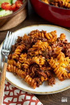 BBQ Bacon Cheeseburger Pasta Bake - ground beef, smokey bacon, a delicious tangy bbq sauce and pasta all topped with gooey melted cheddar cheese. It doesn't get much better than this. Slimming World and Weight Watchers friendly