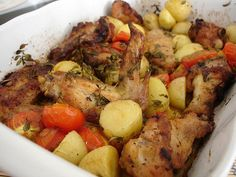 Roast chicken tray bake with tomatoes and potatoes Crock Pot Chicken, Chicken Steak, Roast Chicken Recipes, Crusted Chicken, Pesto Chicken, Baked Chicken, Roasted Chicken And Potatoes, Roasted Chicken Breast, Roasted Tomatoes