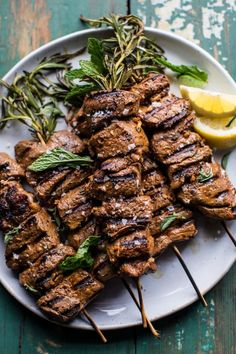 Greek Lamb Souvlaki Plates with Avocado Tzatziki. esnek reklam esnek reklam esnek bağlanti reklamı Greek Lamb Souvlaki Plates with Avocado Greek Dinners, 185, Cooking Recipes, Healthy Recipes, Healthy Food, Cooking Gadgets, Half Baked Harvest, Le Diner, Comfort Food