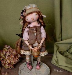 Маленькая Ида ) Девочка при домике) Описание под предыдущей фотографией )  #грунтованныйтекстиль  #авторскиекуклысветыкрыловой #куклыизткани  #artist #artistdoll #handmadedolls  #instadoll #текстильныекуколки #fabricdoll