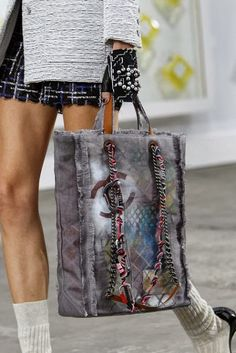 Chanel Spring 2014 handbags are artistic painterly and plentiful. Chanel Spring 2014 handbags are artistic painterly and plentiful. Chanel Fashion, Fashion Bags, Paris Fashion, Runway Fashion, Style Fashion, My Bags, Purses And Bags, Tote Bags, Chanel Cruise