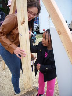 Gabrielle (future homeowner) and daughter signing the frame.