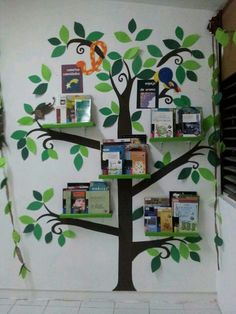 20 ideas to decorate, set up and prepare your classroom library – superette Decoration Creche, Class Decoration, School Decorations, Library Corner, School Library Displays, Kindergarten Classroom Decor, Book Corners, School Design, Playroom