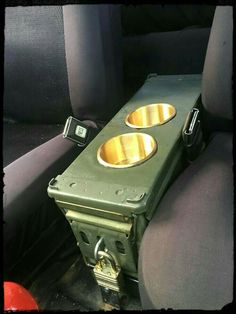 Munitionsdose Mittelkonsole mit Messingbecherhaltern – All things Jeep – ammunition center console with brass cup holders – All things Jeep – # Truck Mods, Jeep Mods, Car Mods, Auto Camping, Cool Trucks, Cool Cars, Big Trucks, Vw Caddy Mk1, Corsa Wind
