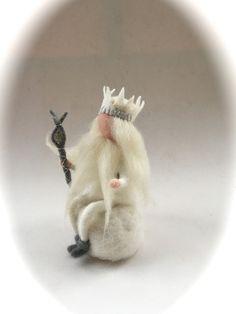 Jahreszeitentisch - König Winter,gefilzt,Jahreszeitentisch.Waldorf - ein Designerstück von Filz-Art bei DaWanda