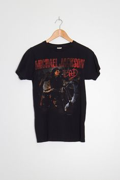 2010 Michael Jackson Bad T-shirt There's no size on the label – please refer to measurements. Measurements Length 61 cm Chest 88 cm Sleeve 35.5 cm