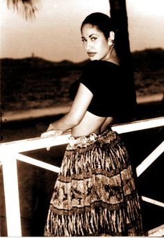 Slain star Selena Quintanilla in Acapulco, Mexico in We were there for the Acapulco Fest, long before the violence Selena Quintanilla Perez, Corpus Christi, Beautiful Person, Beautiful People, Divas, Foto Pose, Before Us, Role Models, Singer