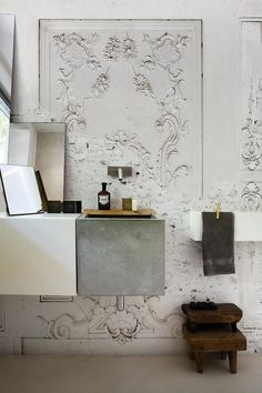 Vintage plaster wallpaper wall mural in a bathroom design - Unique Bathroom Ideas & Decor - Wallpaper by Wall & Decò Bathroom Interior, Home Interior, Interior And Exterior, Interior Decorating, Interior Design, Bathroom Sinks, Modern Bathroom, Modern Sink, Bathroom Wall