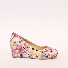 Casual, fashionable and comfortable pumps