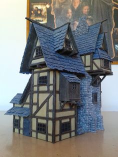 christophedasilva: I painted the Manor during. Fantasy Town, Fantasy House, Medieval Houses, Medieval Town, Miniature Crafts, Miniature Houses, Minecraft Medieval, Doll House Crafts, Christmas Village Display