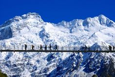 The Hooker Valley Track by Mitchy Kagawa. http://www.glentanner.co.nz/mt-cook-activities/walks