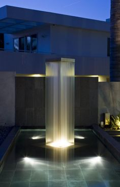 Glass Rain Tower at Playa del Rey Residence, California by Water Studios Water Architecture, Amazing Architecture, Architecture Details, Modern Architecture, Modern Landscape Lighting, Landscape Design, Modern Exterior, Exterior Design, Style Ibiza